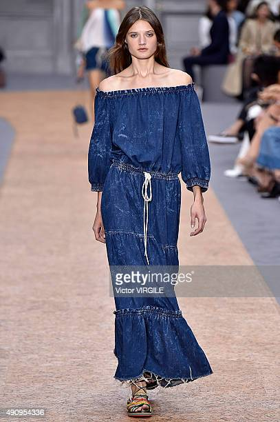 A model walks the runway during the Chloe Ready to Wear show as part of the Paris Fashion Week Womenswear Spring/Summer 2016 on October 1 2015 in...