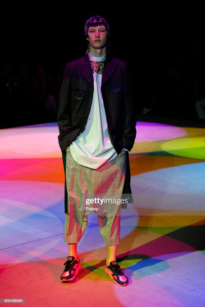model-walks-the-runway-during-the-comme-des-garcons-homme-plus-2018-picture-id800496380