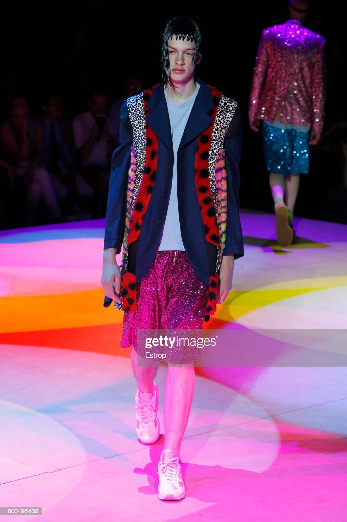model-walks-the-runway-during-the-comme-des-garcons-homme-plus-2018-picture-id800496438