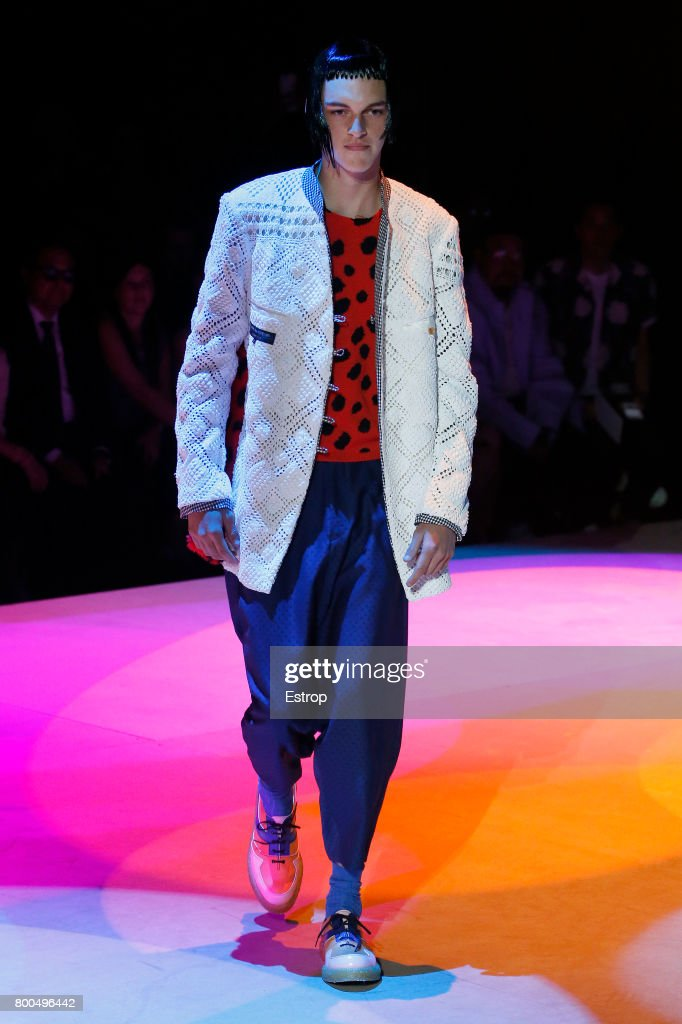 model-walks-the-runway-during-the-comme-des-garcons-homme-plus-2018-picture-id800496442