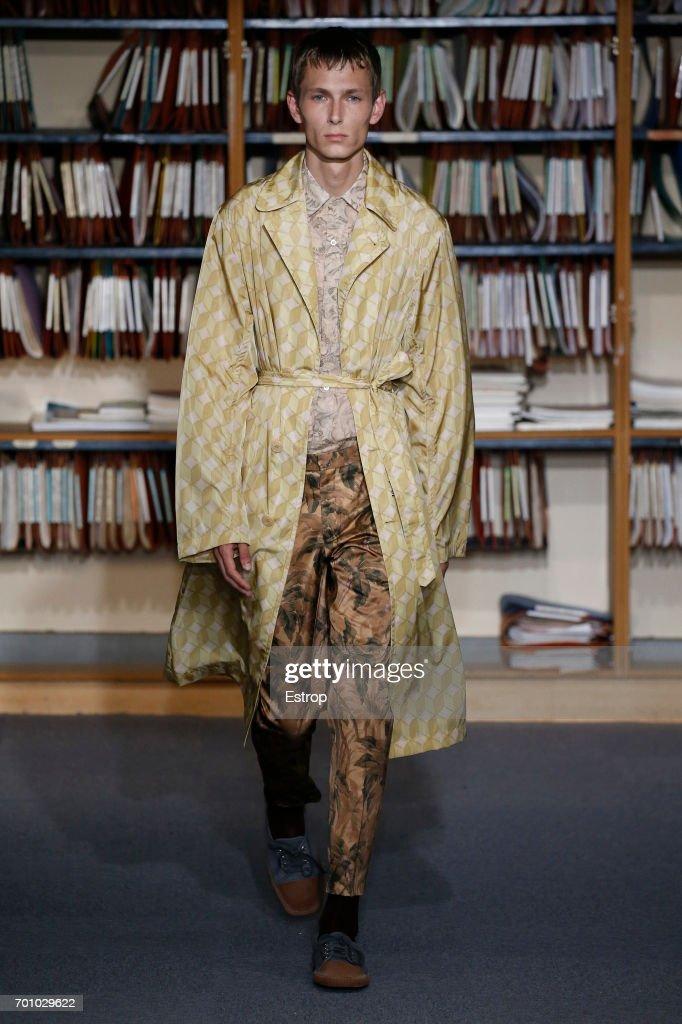 model-walks-the-runway-during-the-dries-van-noten-menswear-2018-show-picture-id701029622