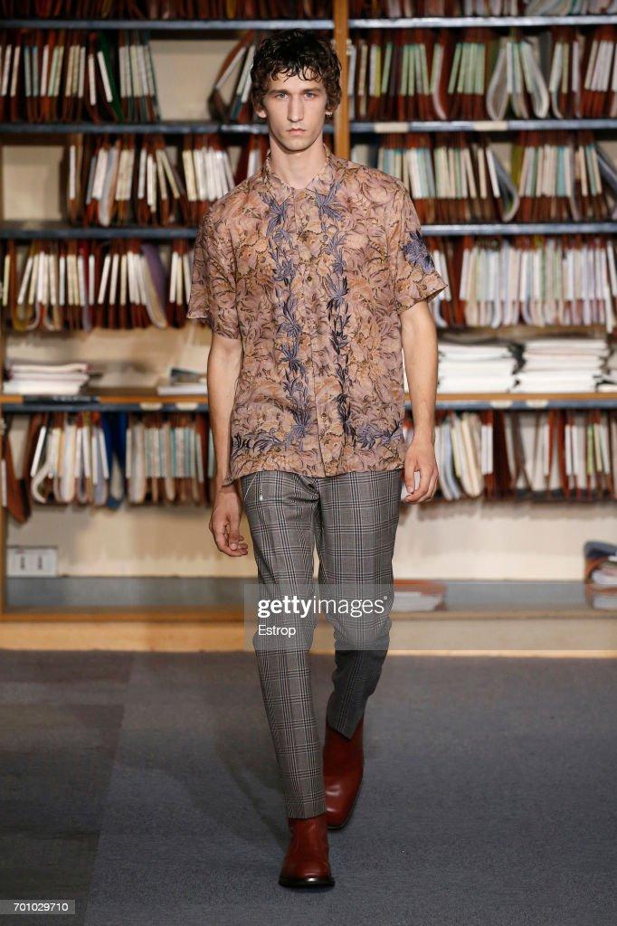 model-walks-the-runway-during-the-dries-van-noten-menswear-2018-show-picture-id701029710