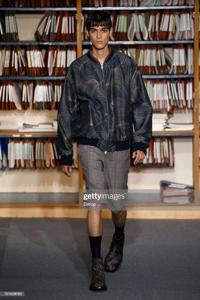 model-walks-the-runway-during-the-dries-van-noten-menswear-2018-show-picture-id701029762