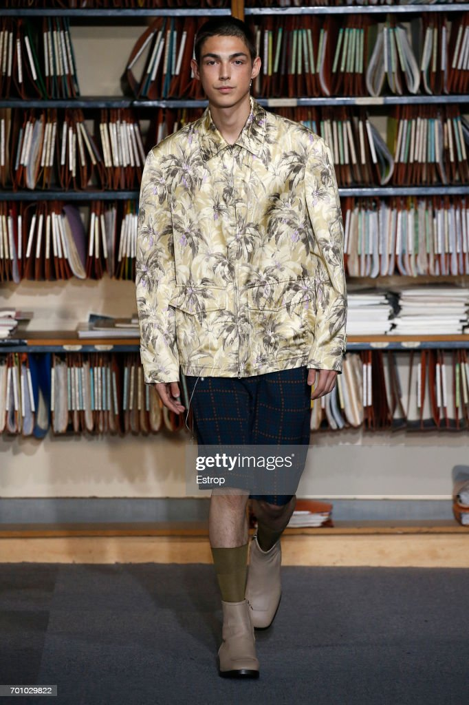 model-walks-the-runway-during-the-dries-van-noten-menswear-2018-show-picture-id701029822