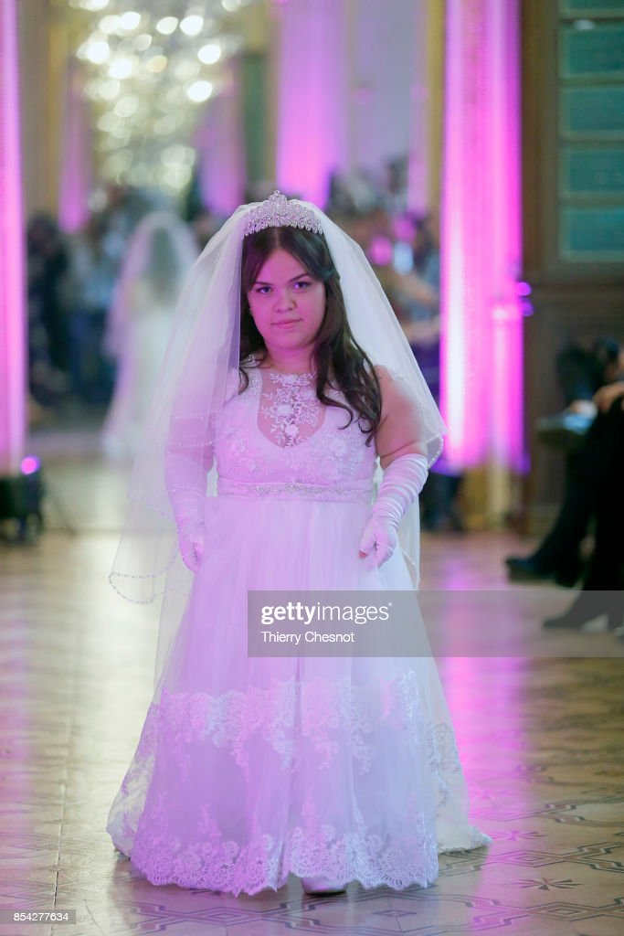model-walks-the-runway-during-the-dwarfts-fashion-show-as-part-of-the-picture-id854277634