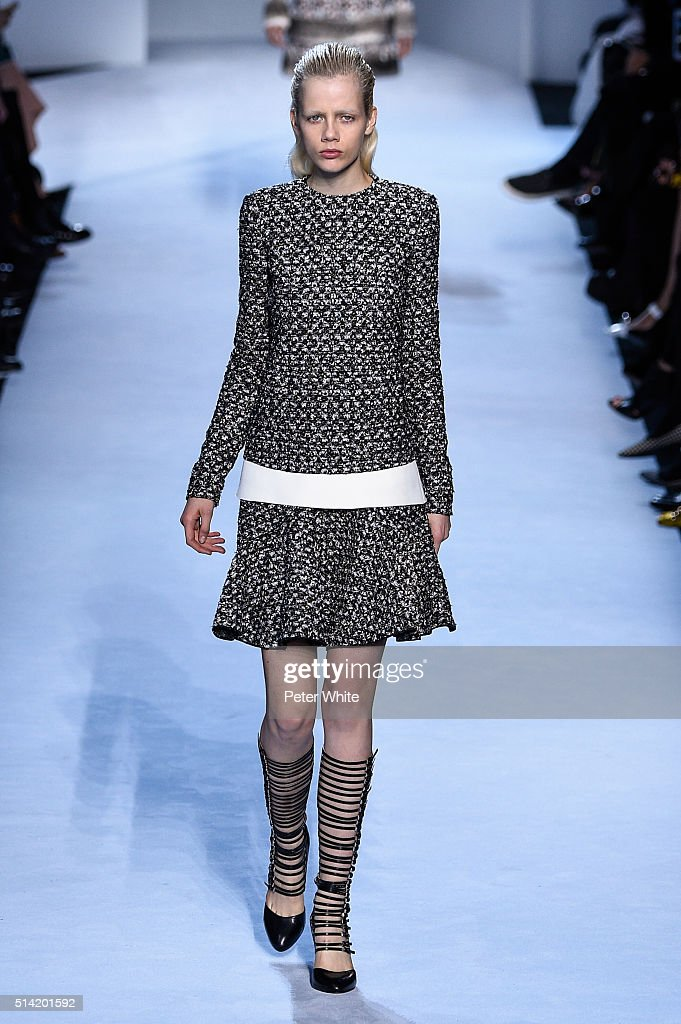 A model walks the runway during the Giambattista Valli show as part of the Paris Fashion Week Womenswear Fall/Winter 2016/2017 on March 7 2016 in...