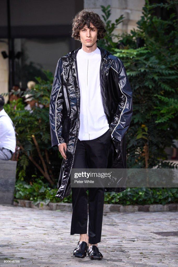 model-walks-the-runway-during-the-hermes-menswear-springsummer-2018-picture-id800646788