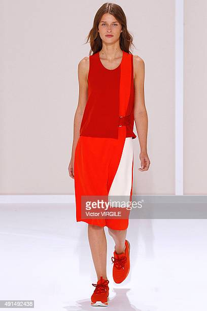 A model walks the runway during the Hermes Ready to Wear show as part of the Paris Fashion Week Womenswear Spring/Summer 2016 on October 5 2015 in...