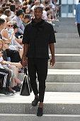 Issey Miyake Men : Runway - Paris Fashion Week -...