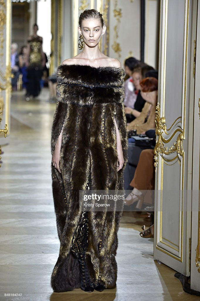 Runway paris fashion week haute couture fall winter for French haute couture