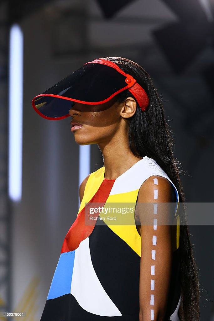 Runway paris fashion week womenswear spring summer 2015 for Garage jean charles nacci