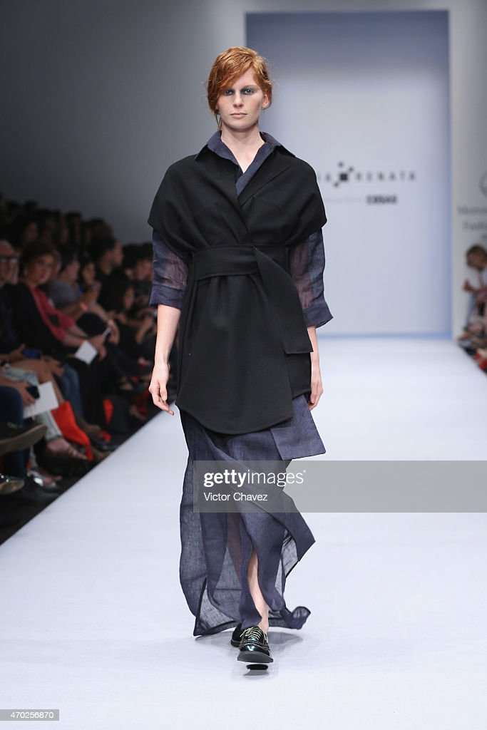 Julia y renata mercedes benz fashion week mexico autumn for Mercedes benz fashion show