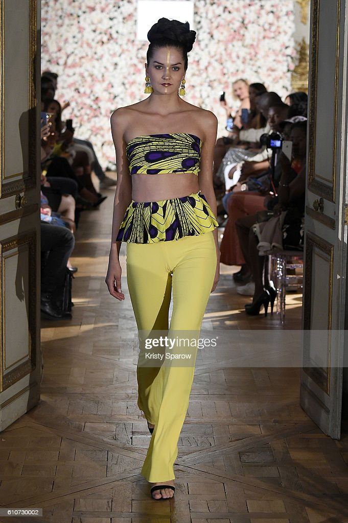 model-walks-the-runway-during-the-kate-bee-show-as-part-of-the-paris-picture-id610730002