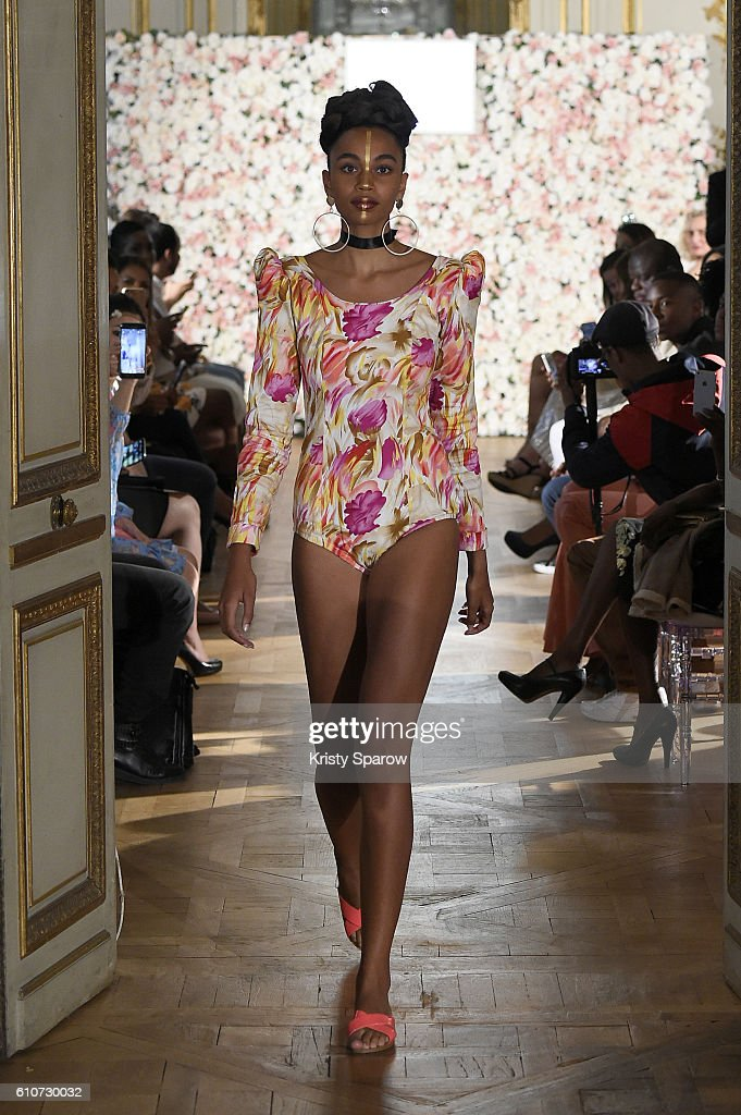 model-walks-the-runway-during-the-kate-bee-show-as-part-of-the-paris-picture-id610730032