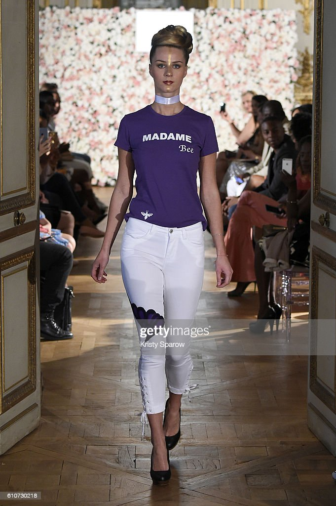 model-walks-the-runway-during-the-kate-bee-show-as-part-of-the-paris-picture-id610730218