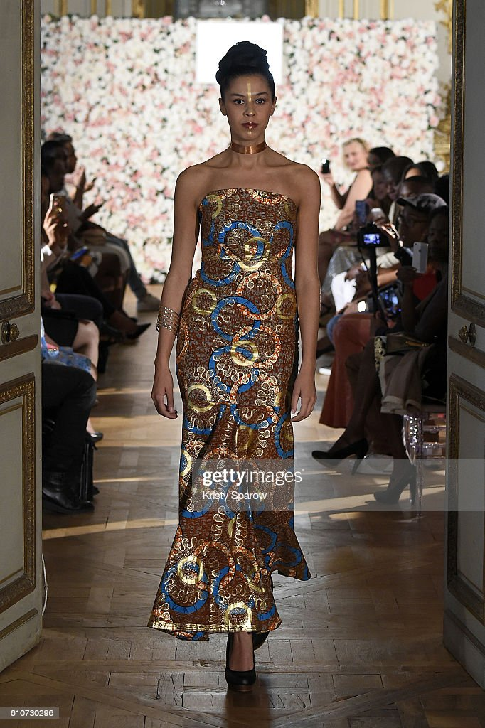 model-walks-the-runway-during-the-kate-bee-show-as-part-of-the-paris-picture-id610730296