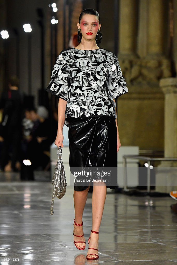 model-walks-the-runway-during-the-kenzo-show-as-part-of-the-paris-picture-id612445378