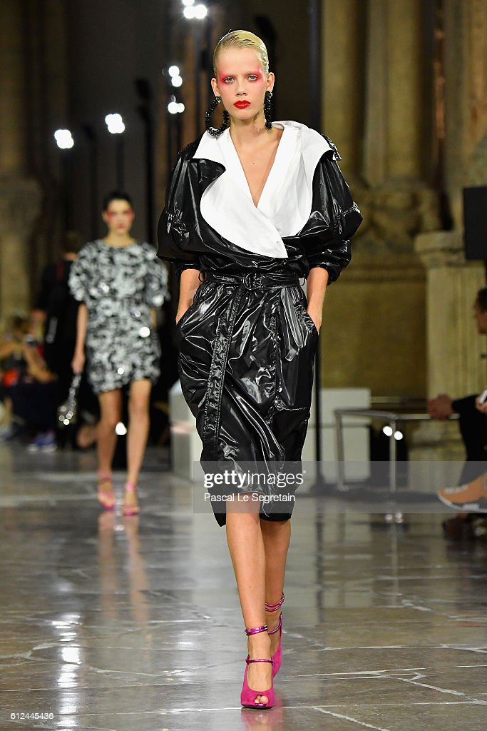 model-walks-the-runway-during-the-kenzo-show-as-part-of-the-paris-picture-id612445436