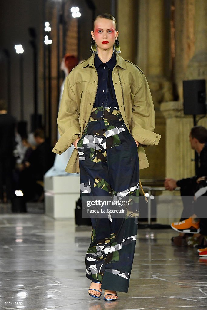 model-walks-the-runway-during-the-kenzo-show-as-part-of-the-paris-picture-id612445852
