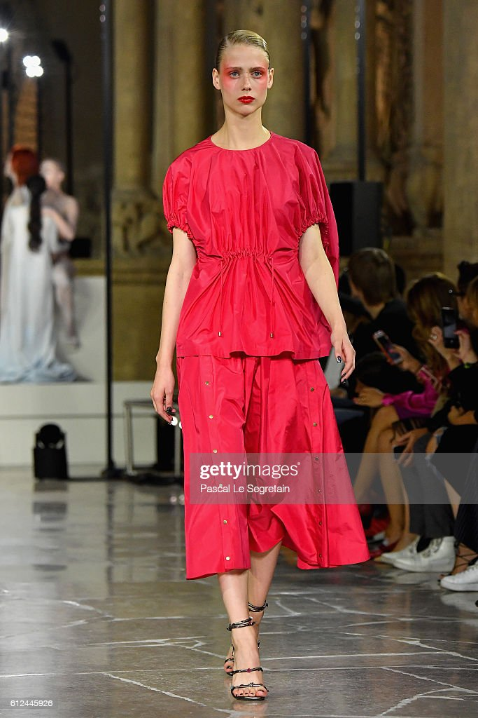 model-walks-the-runway-during-the-kenzo-show-as-part-of-the-paris-picture-id612445926
