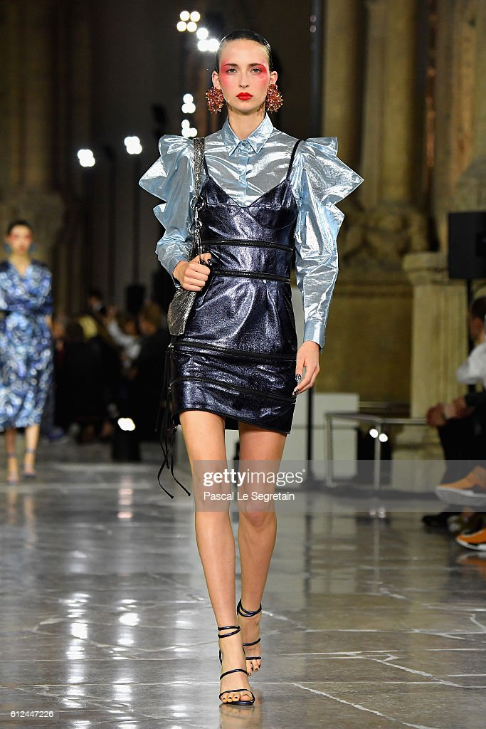 model-walks-the-runway-during-the-kenzo-show-as-part-of-the-paris-picture-id612447226