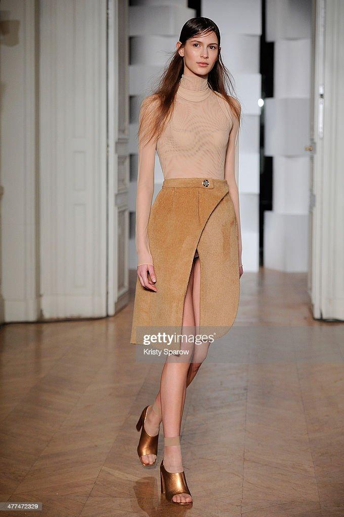 runway paris fashion week womenswear fall winter 2014. Black Bedroom Furniture Sets. Home Design Ideas