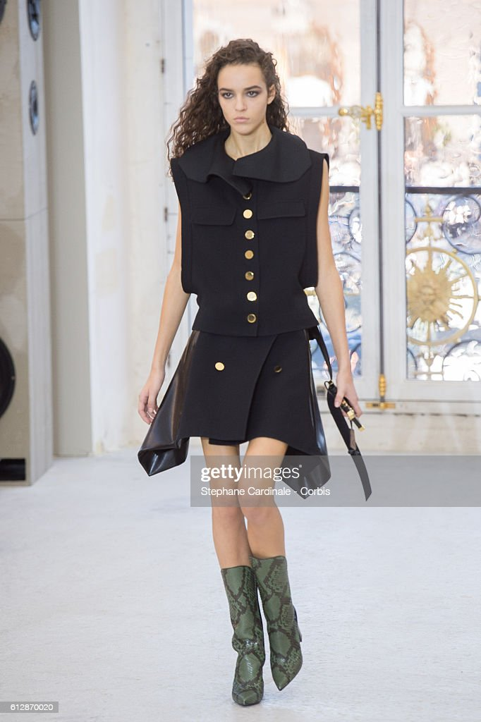 model-walks-the-runway-during-the-louis-vuitton-show-as-part-of-the-picture-id612870020