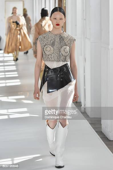 Maison margiela runway paris fashion week haute for Maison de haute couture