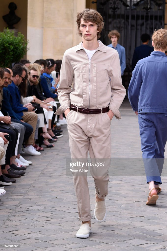 model-walks-the-runway-during-the-officine-generale-menswear-2018-picture-id800785754