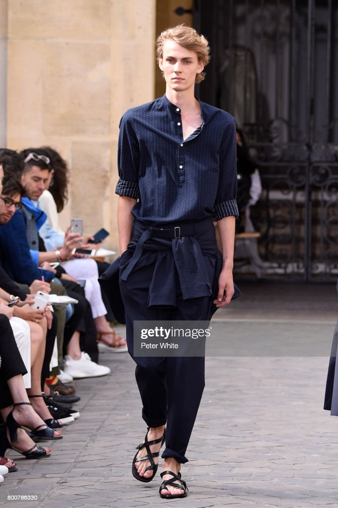 model-walks-the-runway-during-the-officine-generale-menswear-2018-picture-id800786330