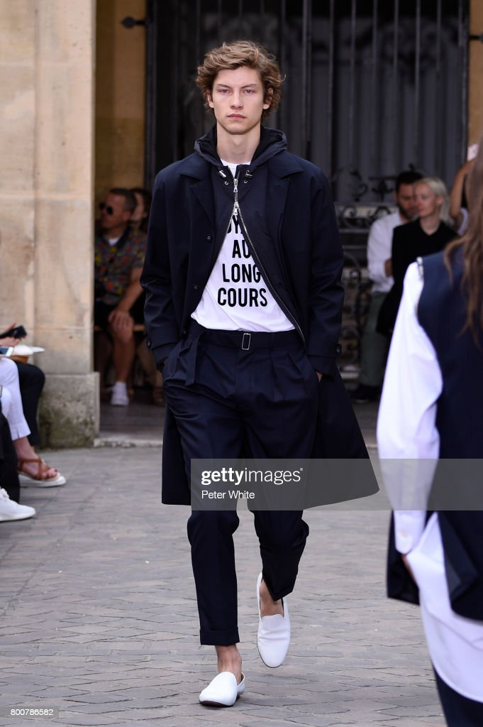 model-walks-the-runway-during-the-officine-generale-menswear-2018-picture-id800786582
