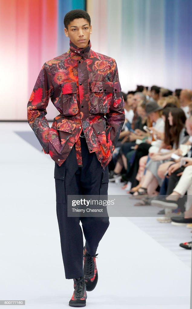 model-walks-the-runway-during-the-paul-smith-menswear-springsummer-picture-id800777160
