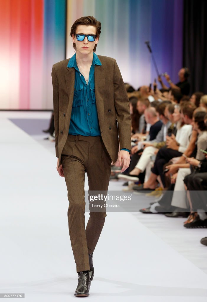model-walks-the-runway-during-the-paul-smith-menswear-springsummer-picture-id800777170