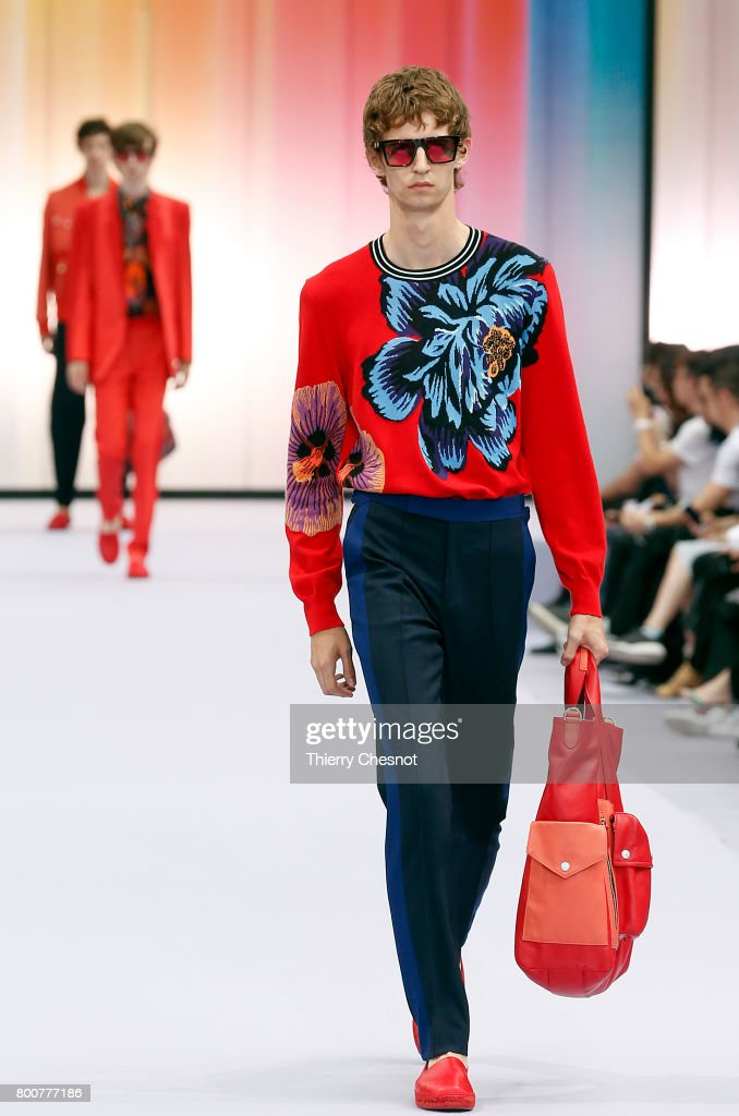model-walks-the-runway-during-the-paul-smith-menswear-springsummer-picture-id800777186