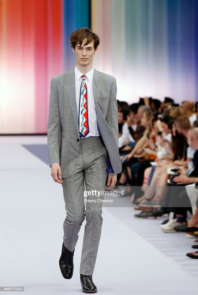 model-walks-the-runway-during-the-paul-smith-menswear-springsummer-picture-id800777224