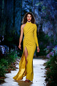 Ralph and Russo : Runway - Paris Fashion Week Womenswear...