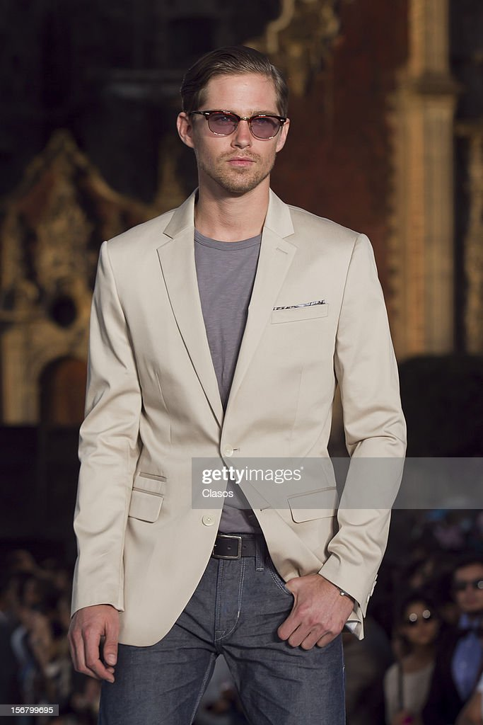 Model walks the runway during the Rock the Sidewalk Spring/Summer 2013 collection on November 16 in Mexico City, Mexico.