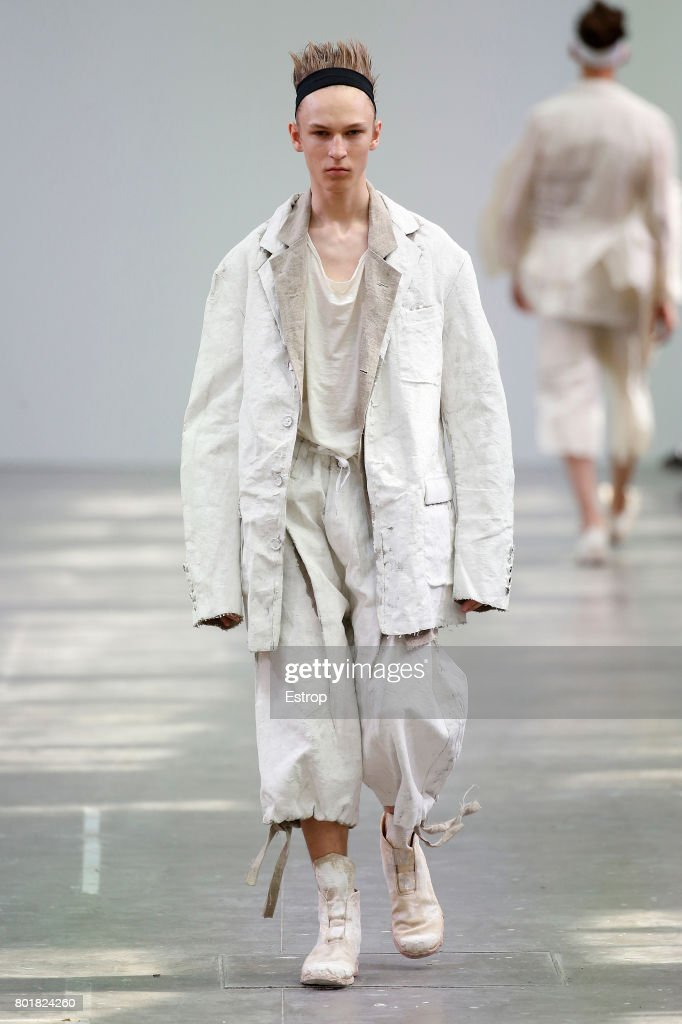 model-walks-the-runway-during-the-sankuanz-menswear-springsummer-2018-picture-id801824260