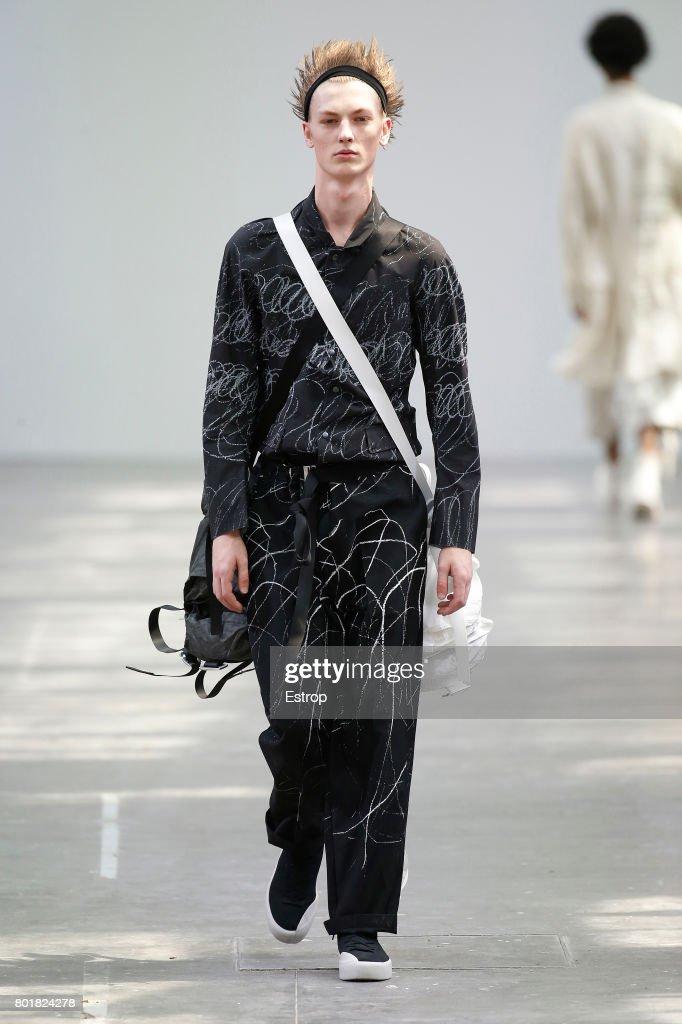 model-walks-the-runway-during-the-sankuanz-menswear-springsummer-2018-picture-id801824278