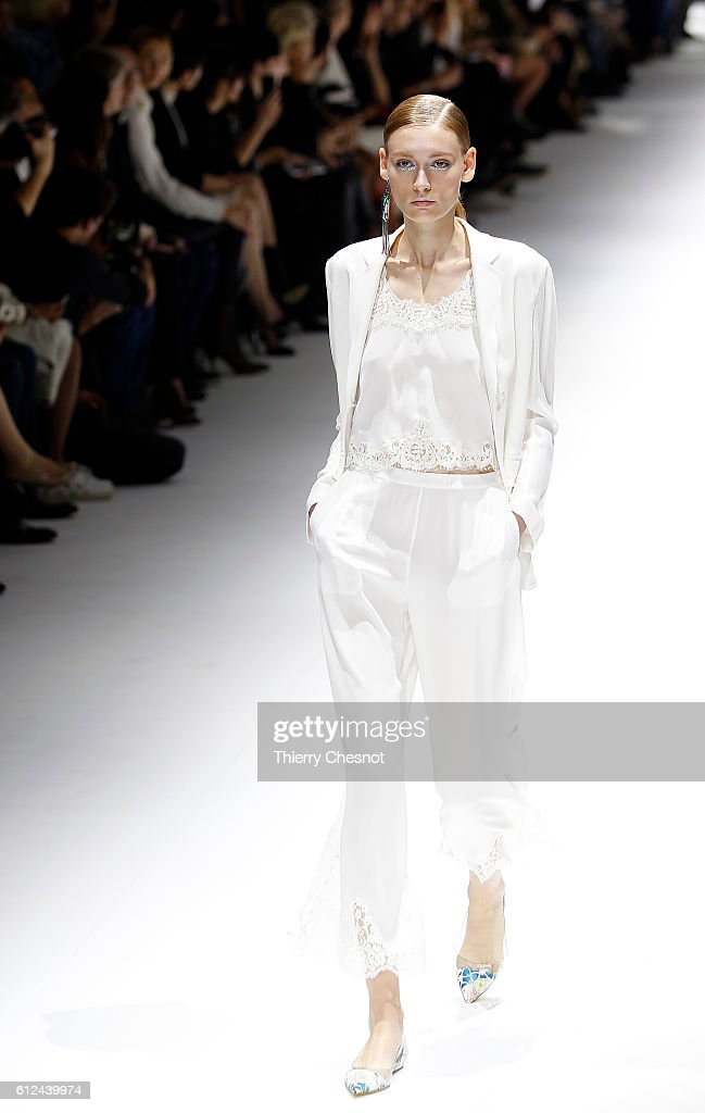model-walks-the-runway-during-the-shiatzy-chen-show-as-part-of-the-picture-id612439974