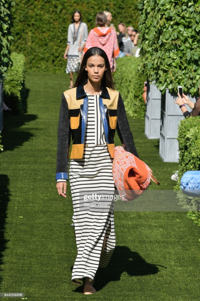 model-walks-the-runway-during-the-tory-burch-spring-summer-2018-show-picture-id844203358