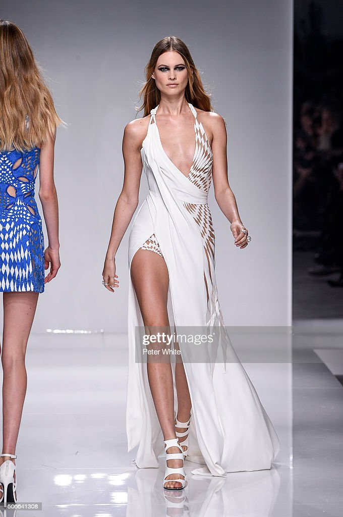 Versace : Runway - Paris Fashion Week - Haute Couture Spring Summer 2016