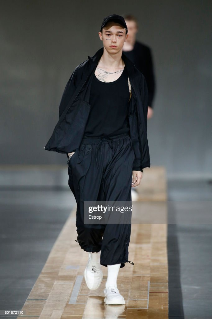 model-walks-the-runway-during-the-y3-menswear-springsummer-2018-show-picture-id801872110