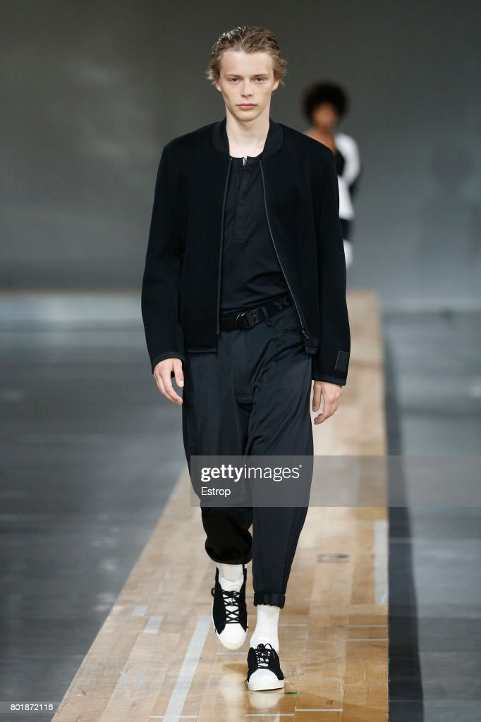 model-walks-the-runway-during-the-y3-menswear-springsummer-2018-show-picture-id801872116