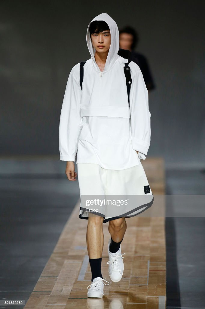 model-walks-the-runway-during-the-y3-menswear-springsummer-2018-show-picture-id801872582