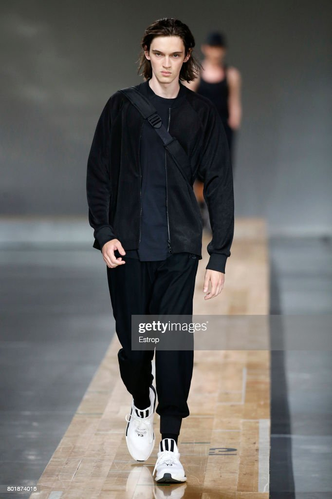 model-walks-the-runway-during-the-y3-menswear-springsummer-2018-show-picture-id801874016
