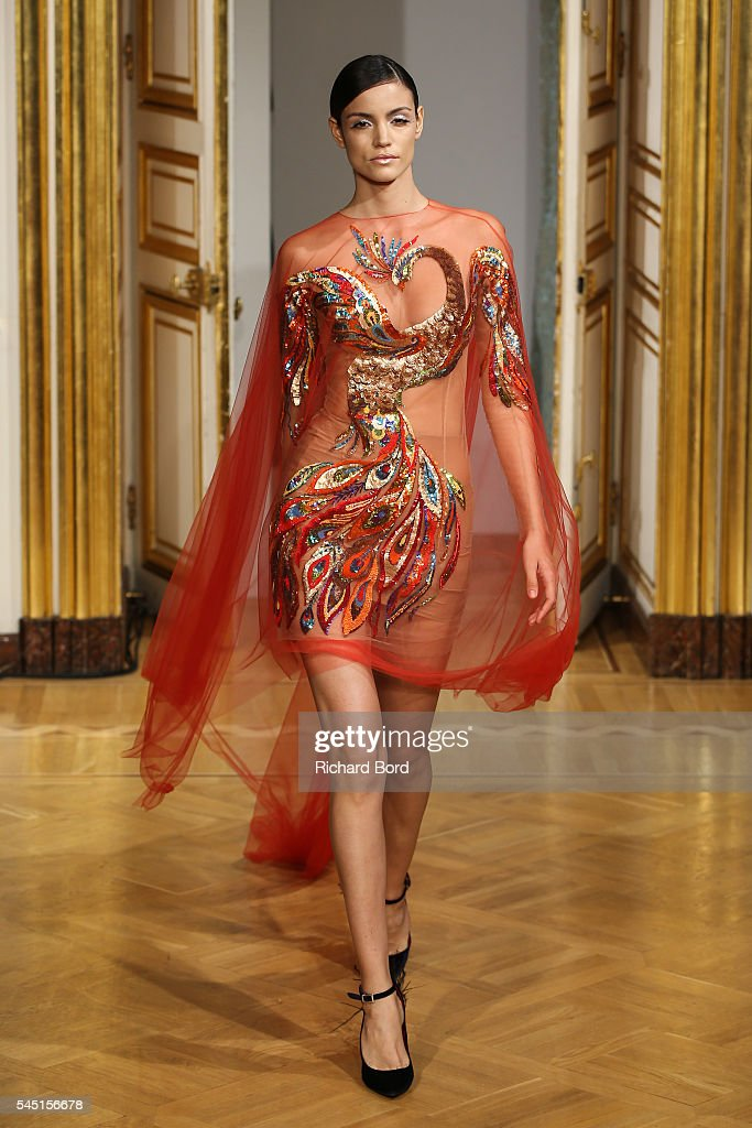 Runway paris fashion week haute couture fall winter for Couture a fronce