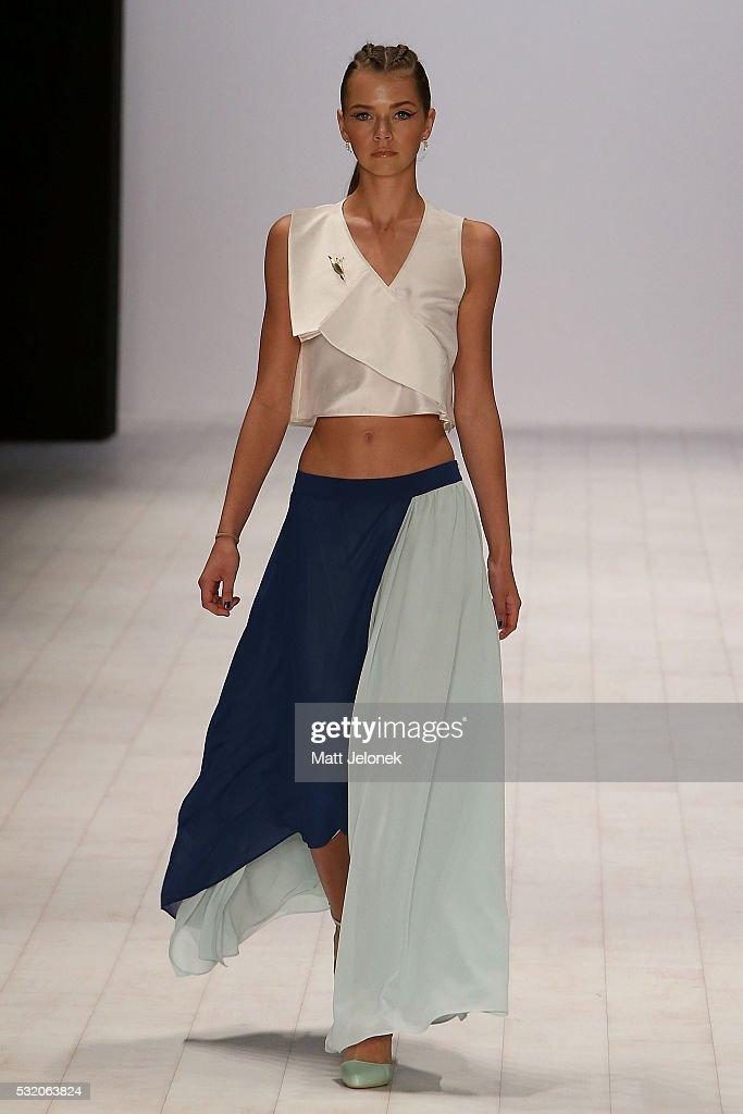 Yuxin runway mercedes benz fashion week australia 2016 for Mercedes benz fashion show