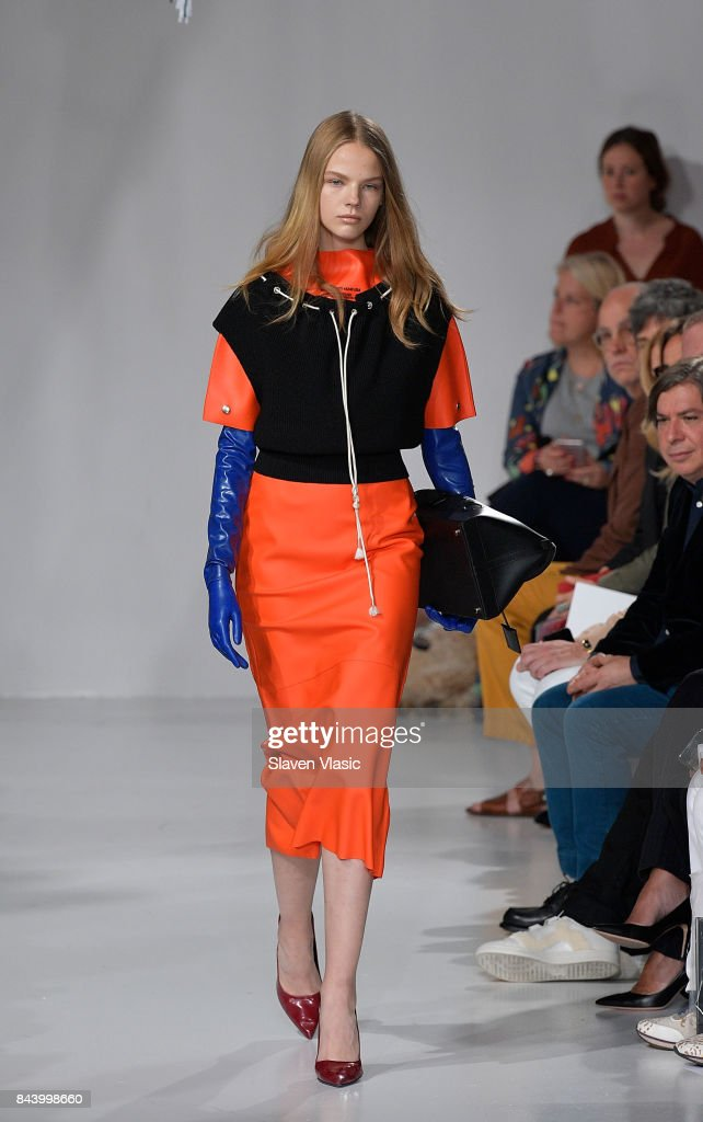model-walks-the-runway-for-calvin-klein-collection-fashion-show-new-picture-id843998660