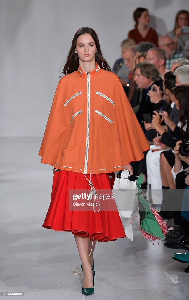 model-walks-the-runway-for-calvin-klein-collection-fashion-show-new-picture-id843998688